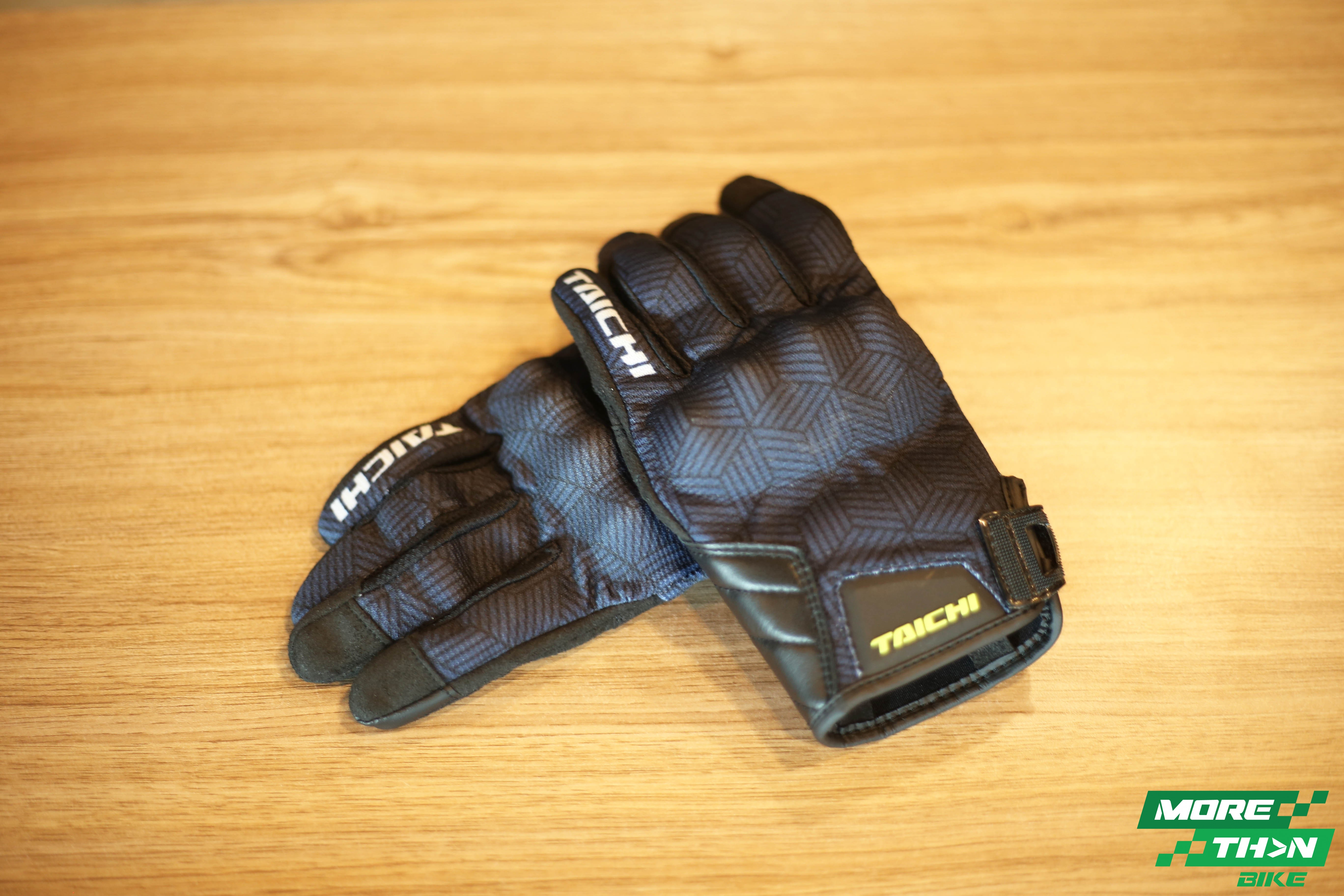 rstaichi437-urban-air-glove-escher-navy-1