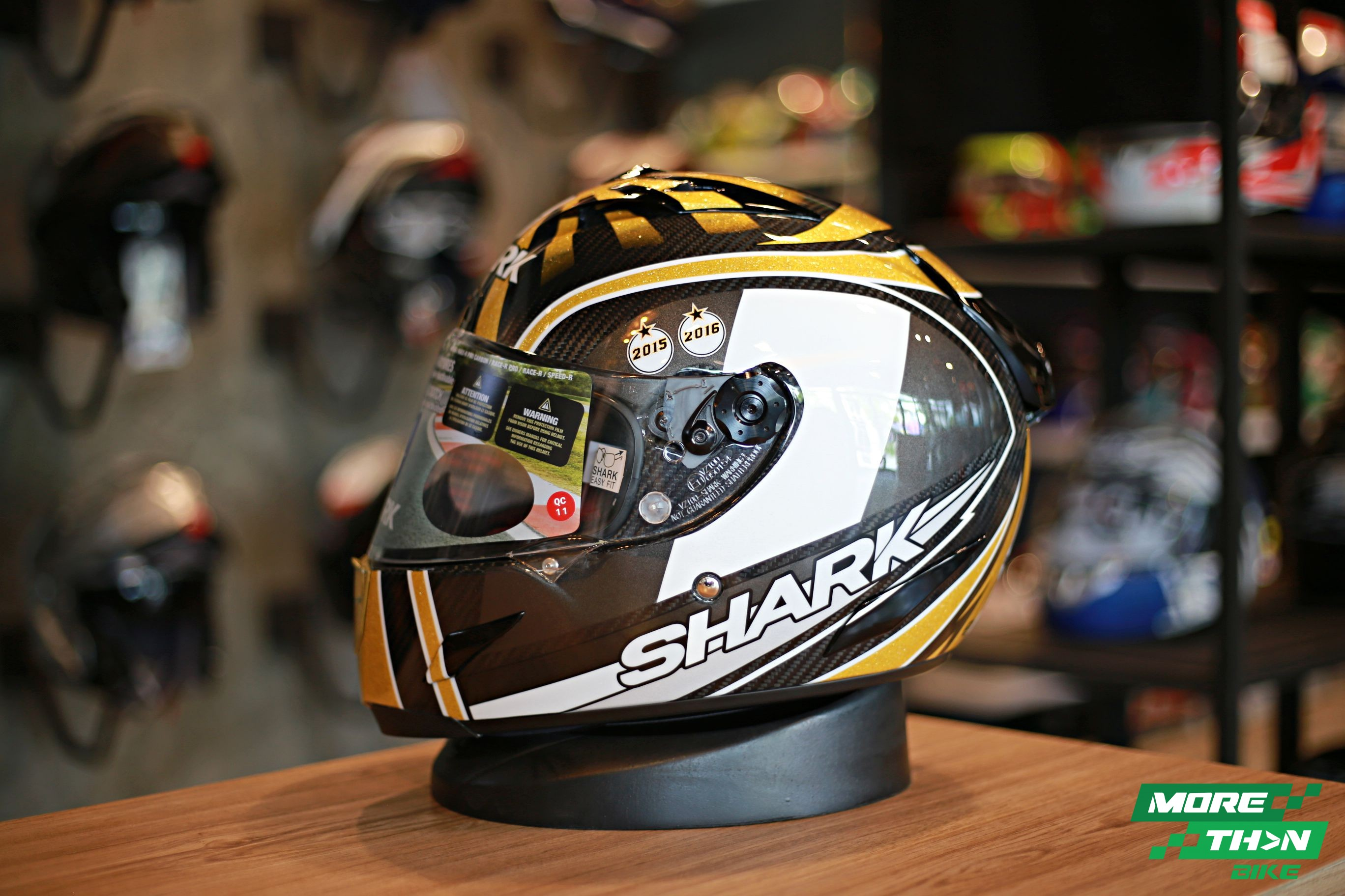 shark-carbon-race-r-pro-zarco-world-champion- 2016-1